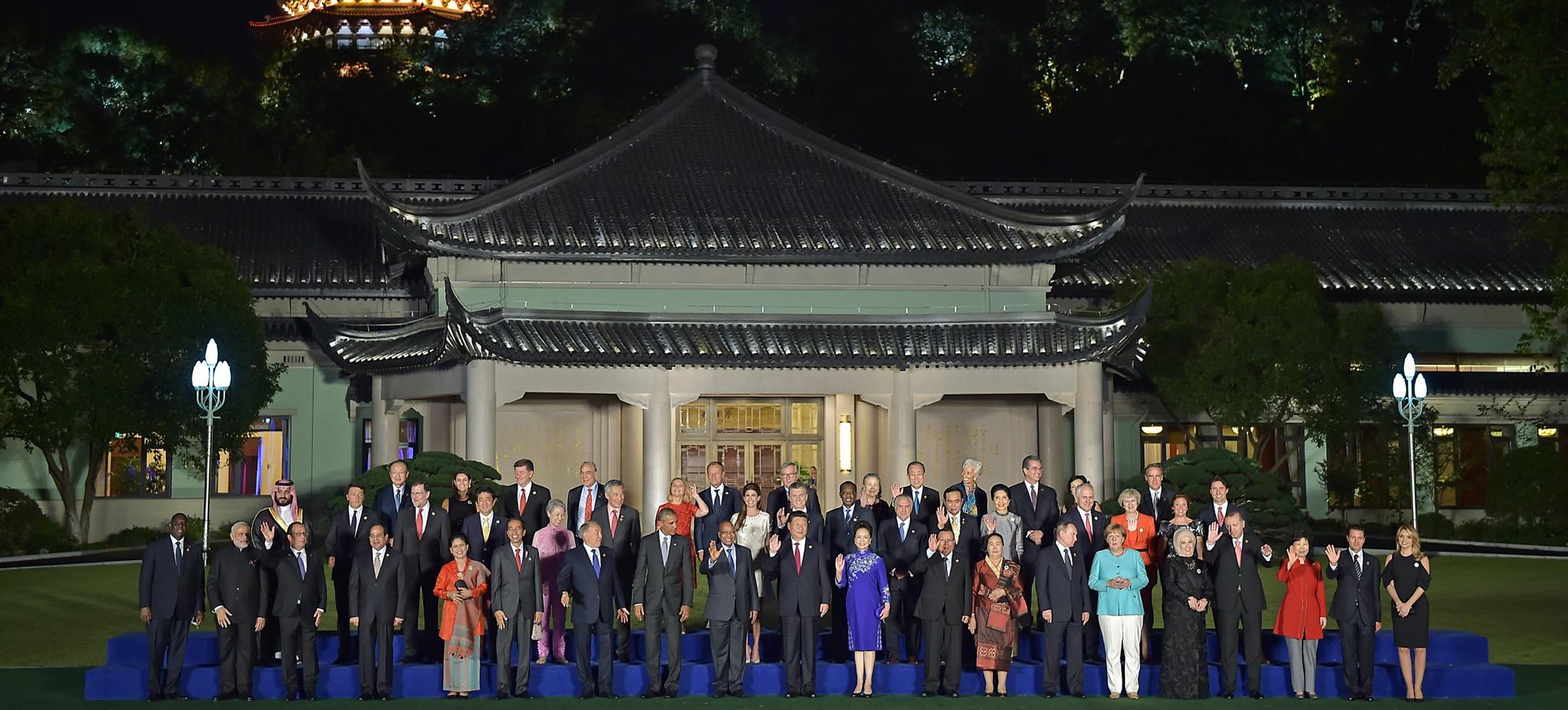 Foto oficial de los Líderes del G-20 y sus esposas.