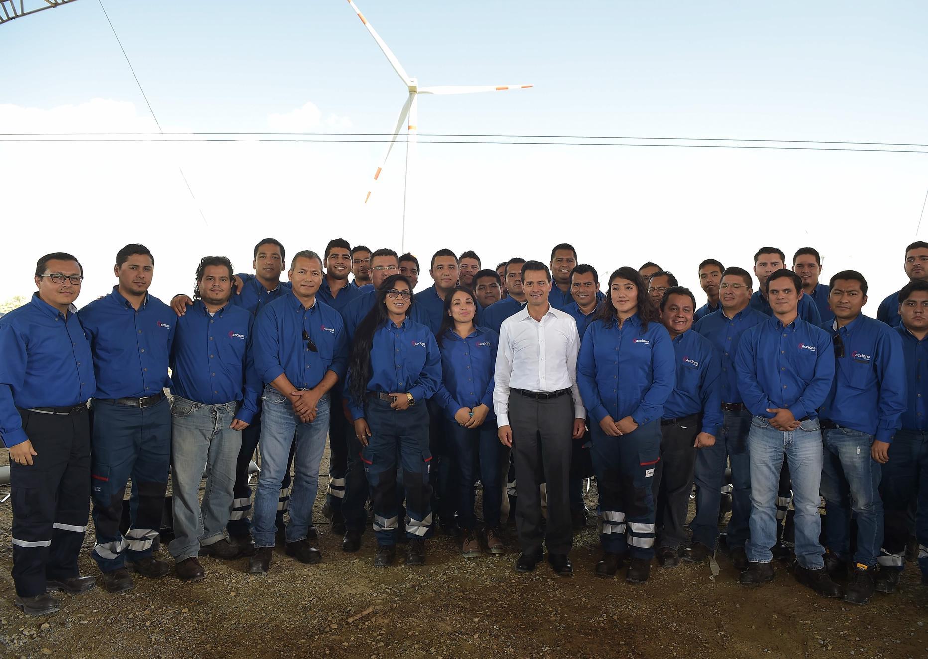 """""""La Reforma Energética nos ha permitido reducir las tarifas de luz eléctrica para la industria, para el comercio, para las pequeñas y medianas empresas"""": EPN"""