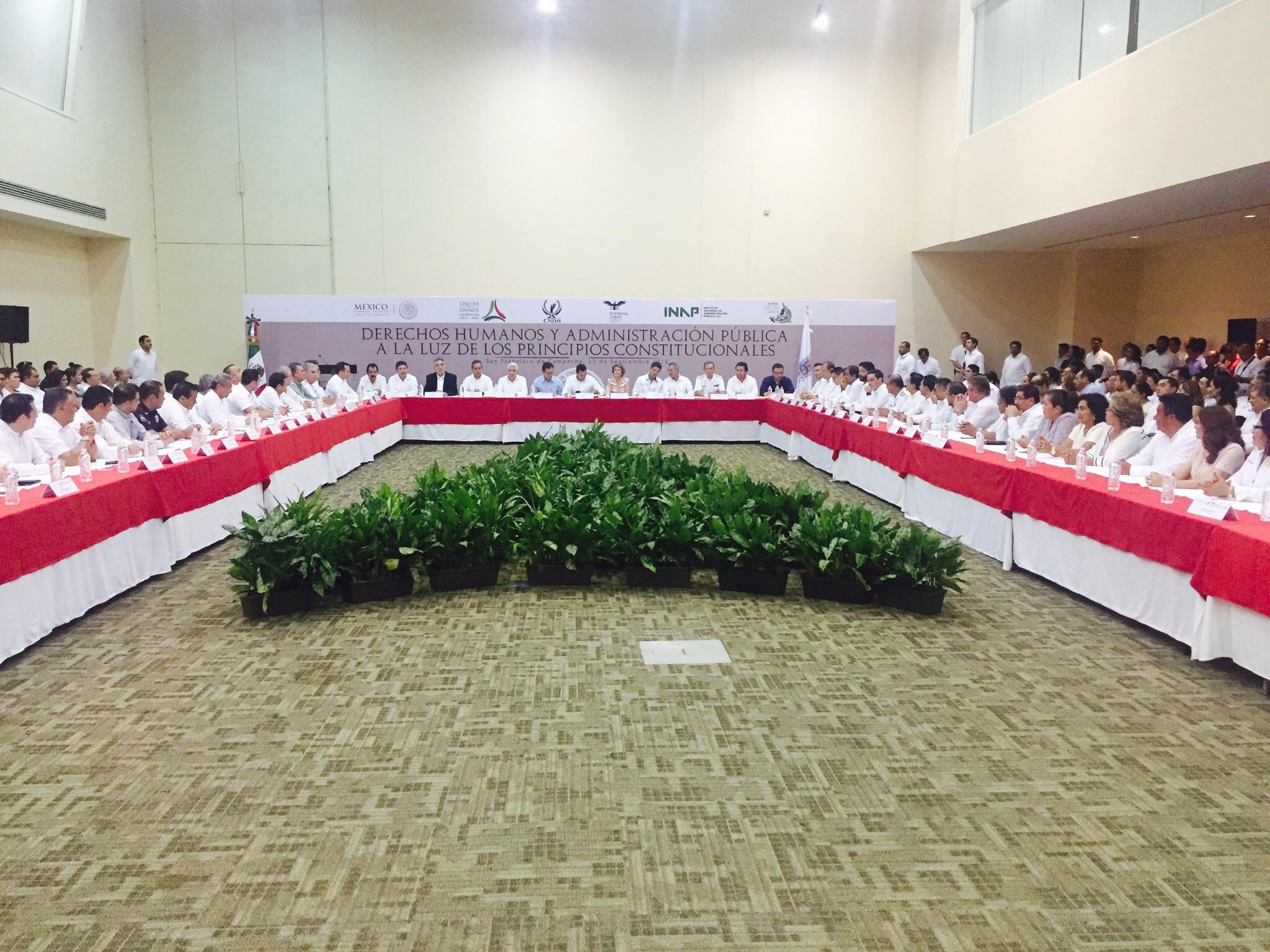 """Inauguración del Seminario """"Derechos Humanos y Administración Pública a la Luz de los Principios Constitucionales"""", que se llevó a cabo en el estado de Campeche el 13 de septiembre de 2016."""