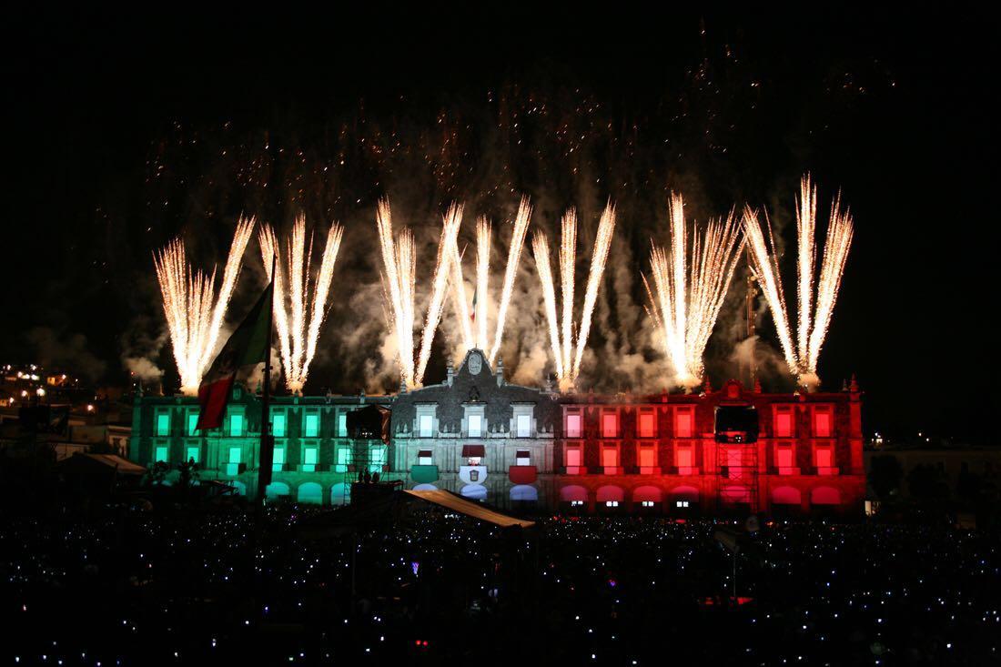 Palacio Nacional iluminado por el 15 de septiembre.