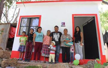 Una familia conformada por ocho integrantes resultó beneficiaria de la estrategia Un Cuarto Más. Con la construcción de este cuarto adicional, los niños mejorarán su calidad de vida.