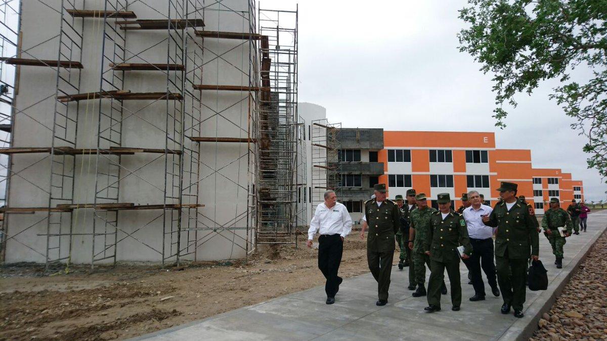 Visita de supervisión a la construcción de una Unidad Habitacional Militar en Ciudad Mier, Tamps.