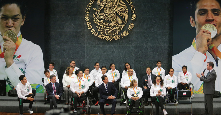 Dialoga Alfredo Castillo Cervantes con seleccionados de Juegos Paralímpicos Río 2016