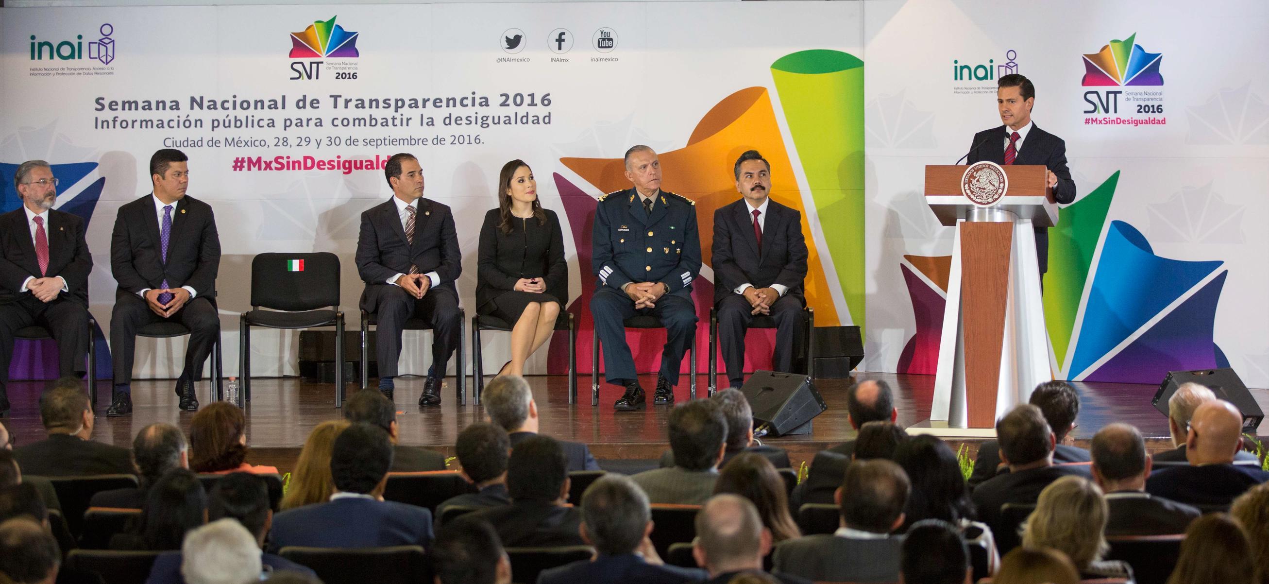 """""""Por supuesto que enfrentamos resistencias en distintos ámbitos, pero yo estoy orgulloso y convencido de que lo que hemos logrado trazarnos en esta ruta de cambio y de transformación, sin duda va a significar para México un antes y un después"""": EPN"""