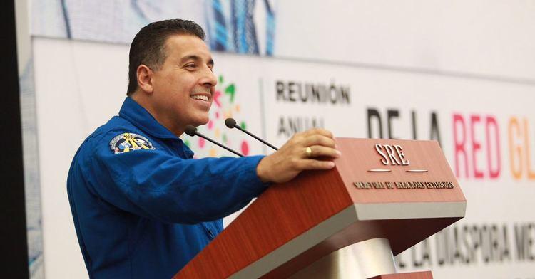 El astronauta mexicano José Hernández.