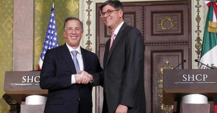 El secretario de la SHCP, José Antonio Meade saluda al Secretario del Tesoro de EE.UU. Jack Lew