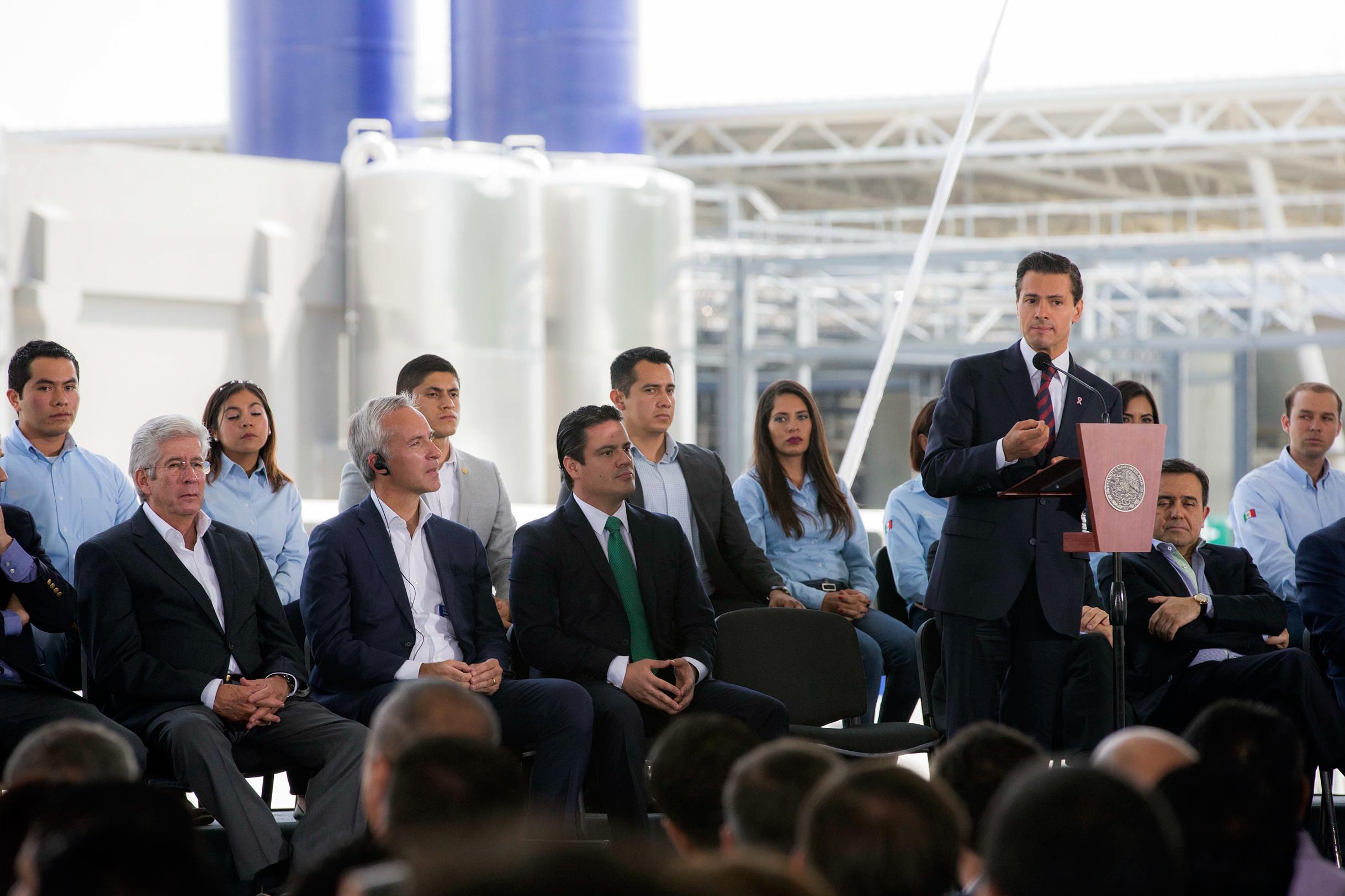 """""""En México está habiendo inversión, está generándose empleo; tenemos una inflación baja, hay mayor dinamismo en la economía interna de nuestro país"""": EPN"""