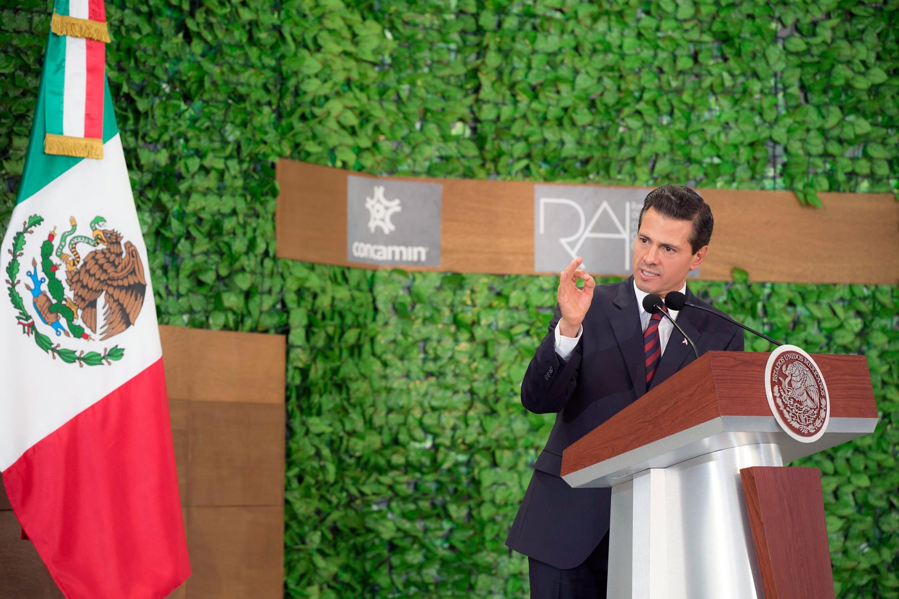 """""""El Gobierno de la República seguirá trabajando para asegurar condiciones de estabilidad y certidumbre que propicien un favorable ambiente de negocios"""": EPN"""