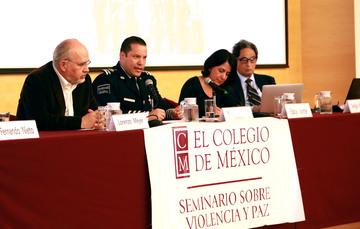 El Comisionado General de la Policía Federal, Mtro. Manelich Castilla Craviotto, expresó su disposición para que todos los aspectos que comprende la operación de las instituciones de seguridad pública sean discutidos en un debate abierto con la ciudadanía