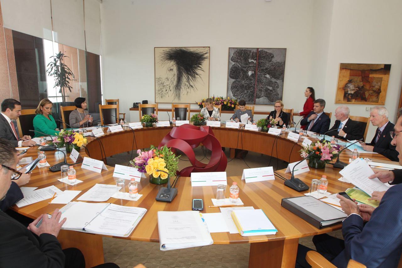 En la Primera Sesión del Diálogo de Alto Nivel México-Canadá (DEAN), los Cancilleres de México y Canadá.