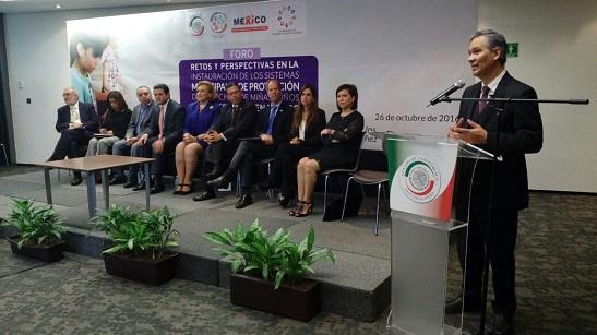 Ricardo Bucio, secretario ejecutivo del #SIPINNA, expone papel relevante de municipios en la garantía de derechos de NNA.