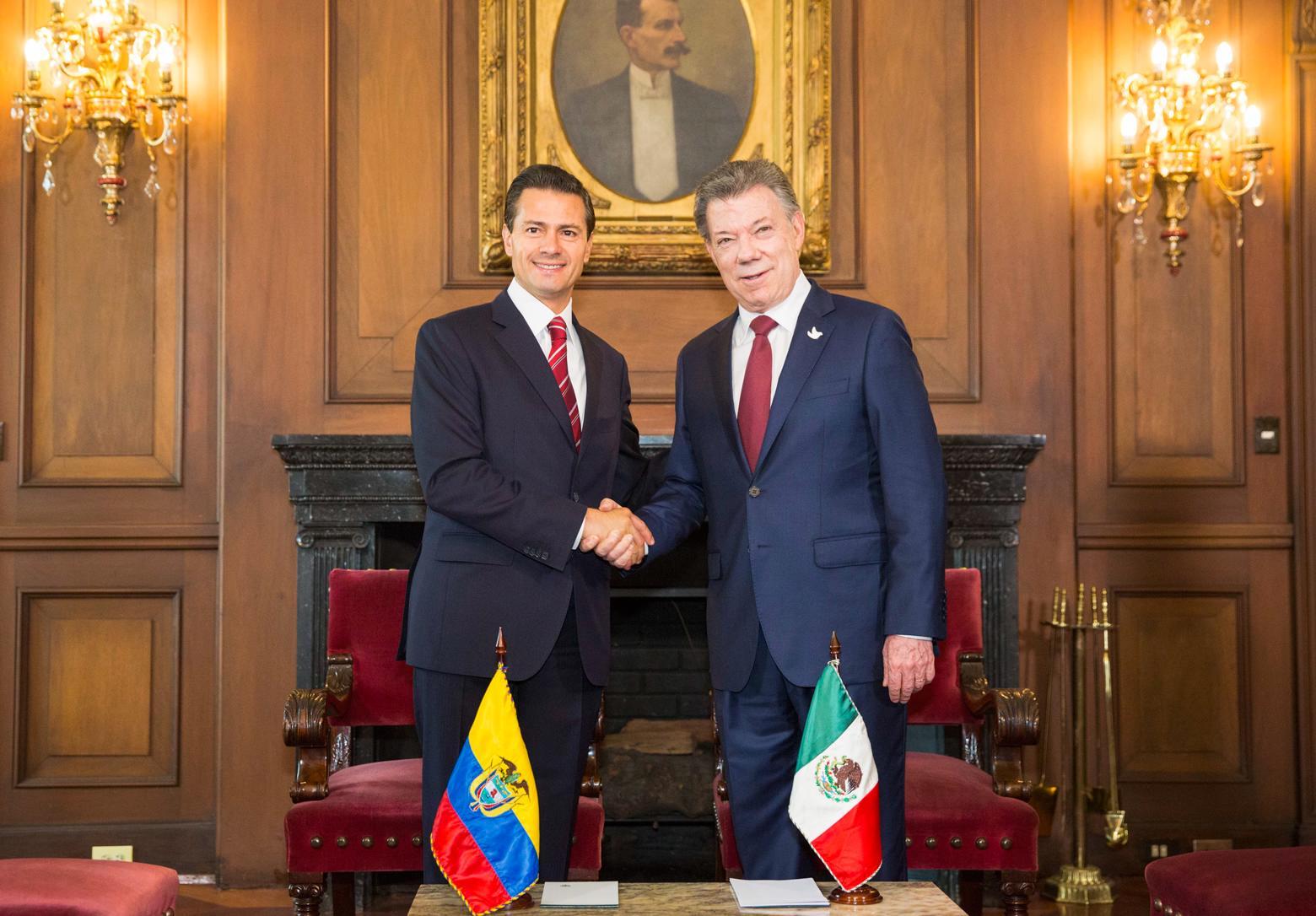 El Mandatario mexicano reiteró la felicitación al Presidente Juan Manuel Santos por el Premio Nobel de la Paz como reconocimiento a su esfuerzo incansable para alcanzar la paz en Colombia.