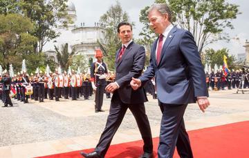 El Presidente Enrique Peña Nieto reiteró al Presidente Santos Calderón el apoyo de México en el proceso de paz para Colombia.