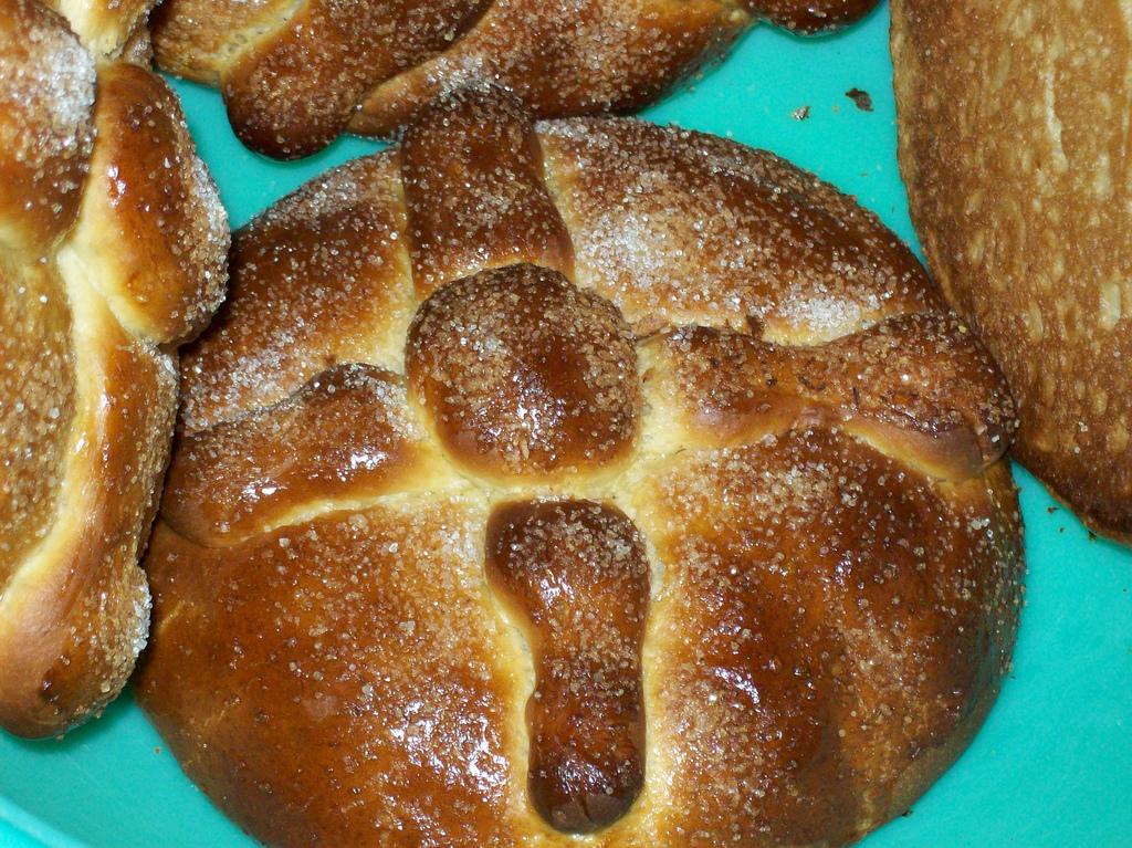 Mexican bread of the dead (pan de muertos)