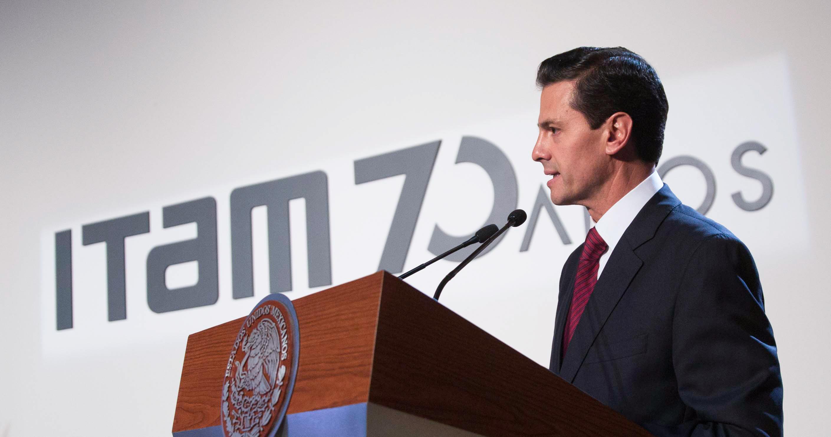 """""""Todos, desde nuestro ámbito de acción, sigamos haciendo más Patria y una mejor nación"""": EPN"""