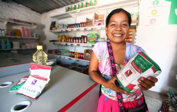¿Cómo contribuye DICONSA a combatir la carencia alimentaria?