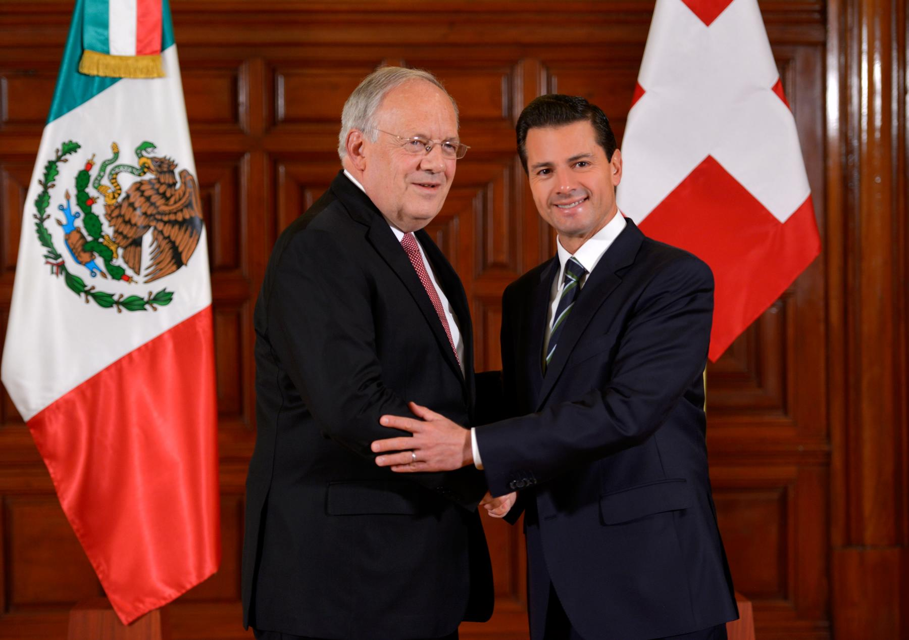 """El Presidente Peña Nieto externó que Suiza es uno de los países """"que sin duda ha encontrado en México un destino confiable donde invertir y donde contribuir de forma importante a la generación de empleos""""."""