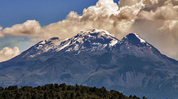 81 aniversario del Parque Nacional Izta-Popo, México.