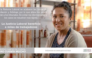 Mujer sonriendo, un texto mostrando lo importante que es la Justicia Laboral y la nueva Reforma.
