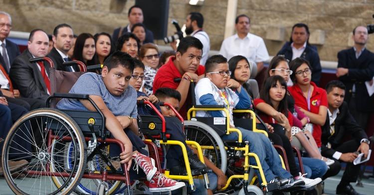 Jóvenes con discapacidad motriz