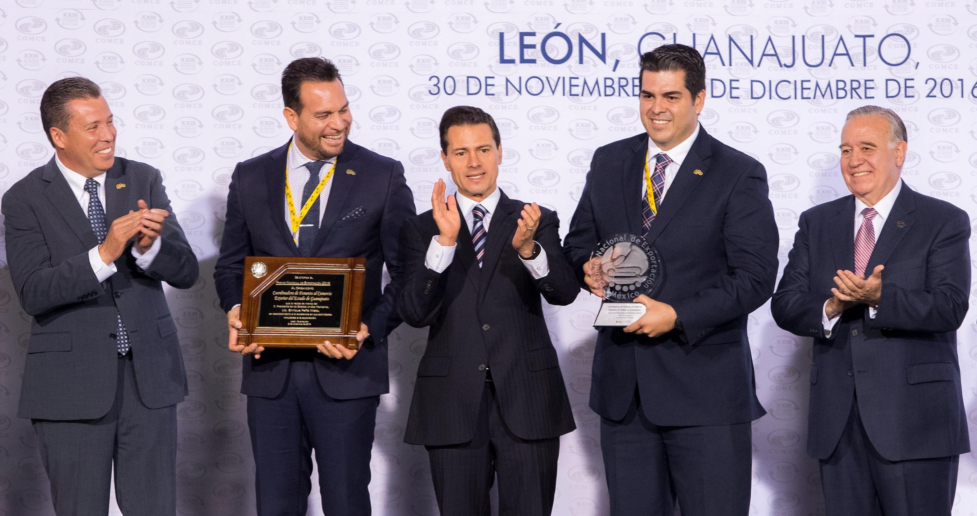 El Presidente de la República entregó el Premio Nacional de Exportación en 12 categorías, a empresas e instituciones destacadas por sus actividades de comercio exterior.