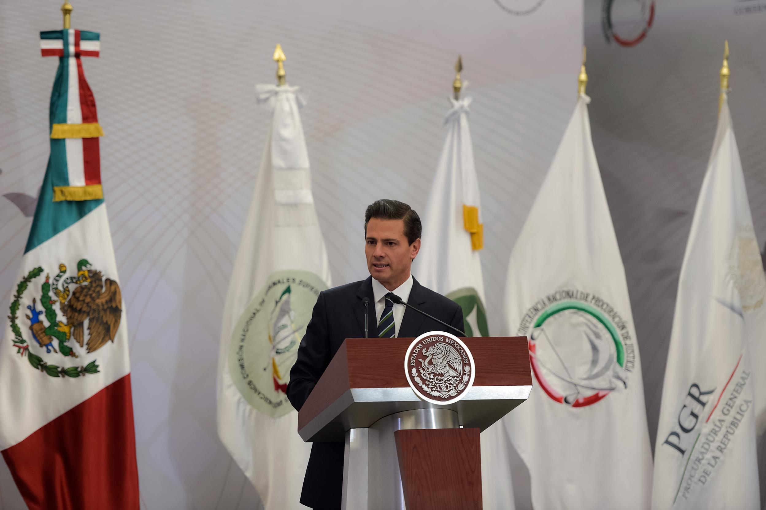 """""""Si bien este nuevo modelo se logró en el plazo constitucional establecido, la medida de su éxito será su efectiva operación. La palabra y la acción ahora la tienen los fiscales, procuradores y juzgadores de México"""": EPN"""