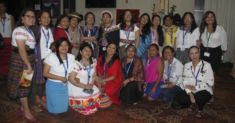 Se realizó la Cumbre Múuch'tambal sobre Experiencia Indígena: Conocimiento Tradicional, Diversidad Biológica y Cultural en el marco de la COP13.