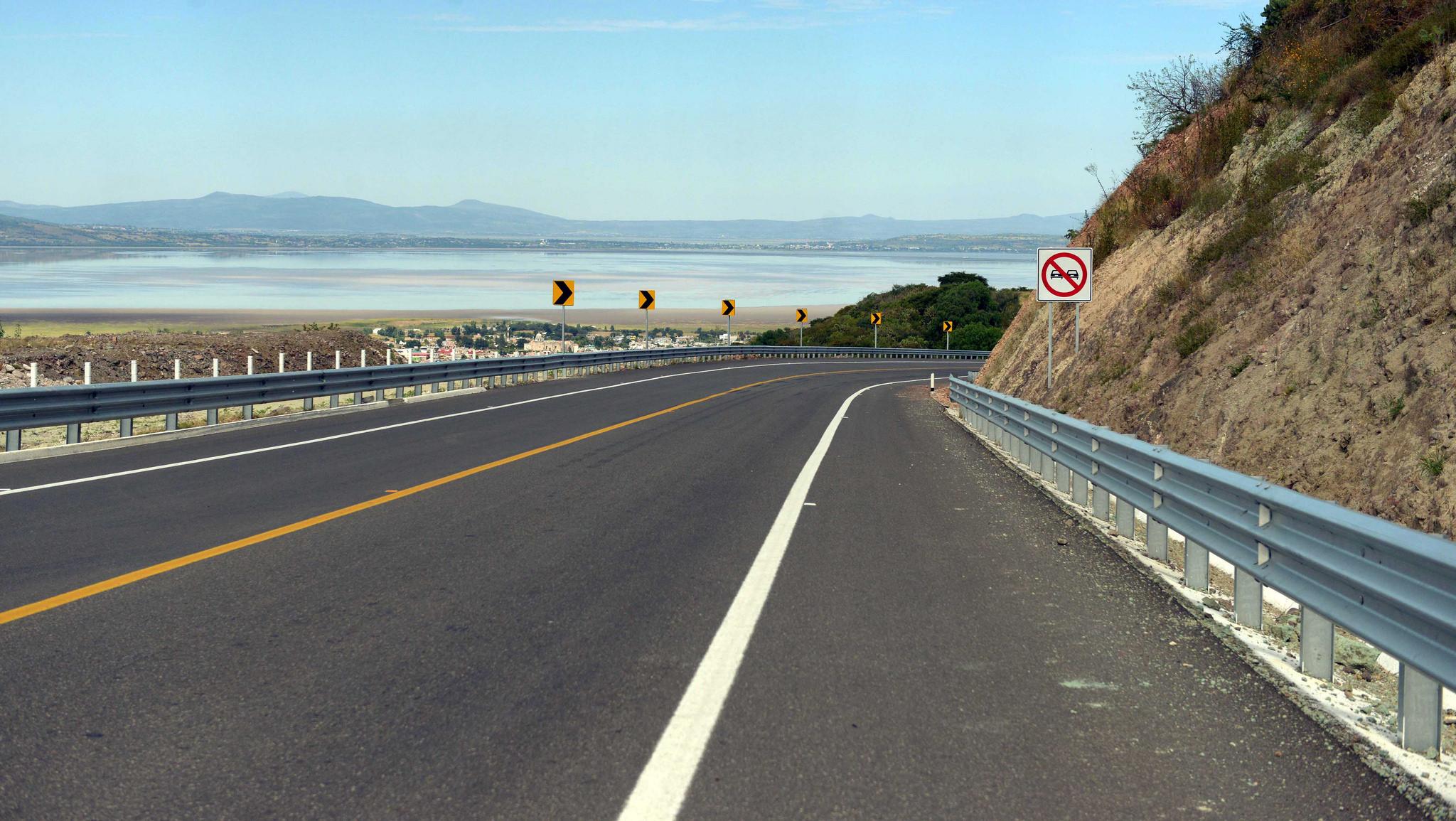 """""""Las carreteras son vías de progreso, y en ocasiones la única forma de llevar otros elementos para impulsar el progreso de distintas comunidades y de la sociedad"""": EPN"""