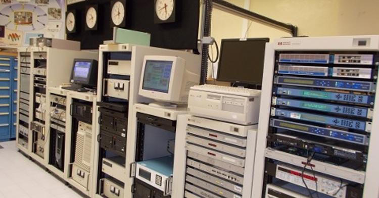 Laboratorio de Relojes Atómicos en el Centro Nacional de Metrología.