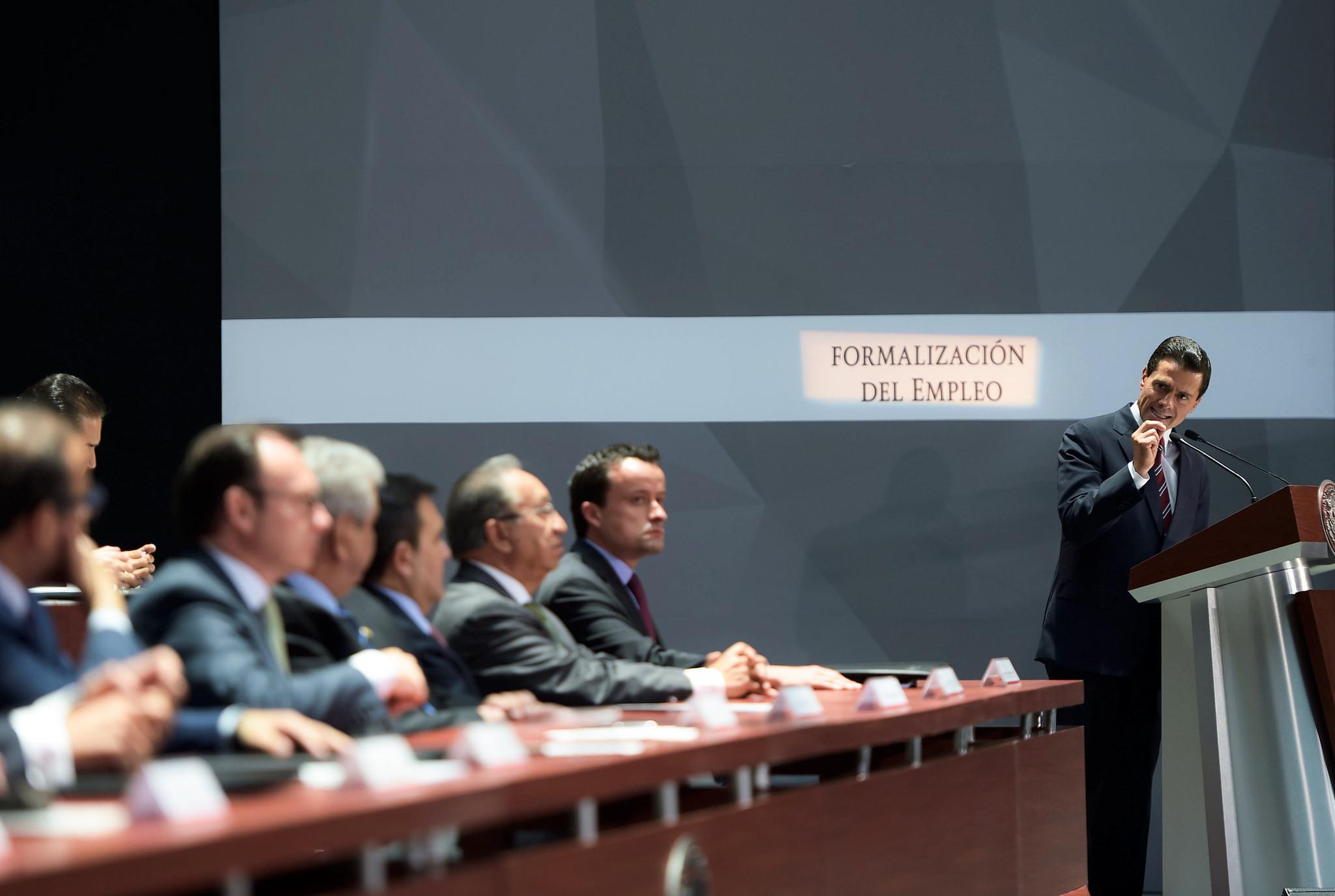 """""""Las reformas estructurales; hoy están permitiendo abrir nuevas brechas, nuevas ventanas de oportunidades, nuevos asideros, por los cuales México habrá de transitar hacia un mayor desarrollo en su actividad económica"""": EPN"""