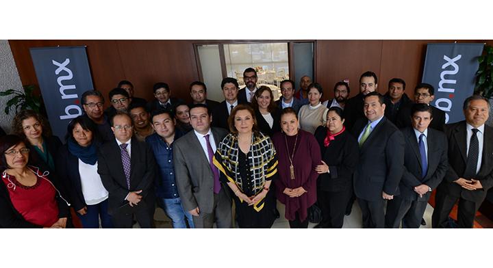 Secretaria Arely Gómez González en reunión con reporteros que cubren las actividades de la SFP