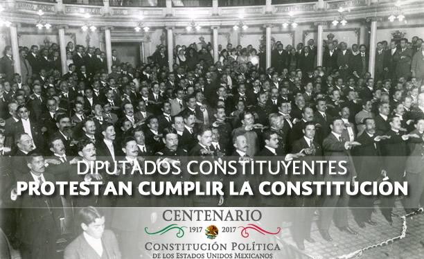 Personas (Diputados) protestan cumplir la Constitución.