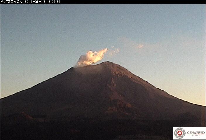 En las últimas 24 horas, por medio de los sistemas de monitoreo del volcán Popocatépetl, se identificaron 12 exhalaciones de baja intensidad.