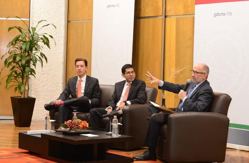 """Conferencia Magistral """"La importancia de un servicio público ético e íntegro"""", impartida el 9 de diciembre de 2016, por el Dr. Cossío Díaz, Ministro de la SCJN."""