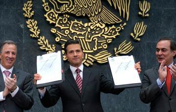 """""""Los mexicanos hemos construido un gran país con estabilidad macroeconómica y un ambiente propicio para las inversiones generadoras de empleo"""": EPN"""