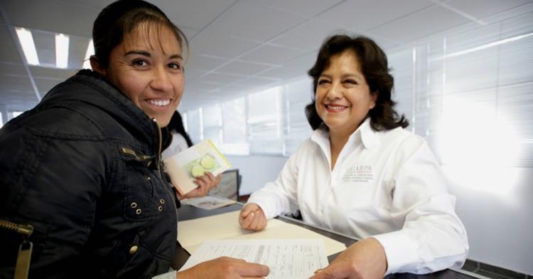 Productora haciendo su registro al Padrón