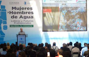 Especializar a los jóvenes en los asuntos del agua permitirá afrontar los retos hídricos del futuro: Roberto Ramírez de la Parra