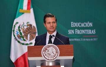 """""""Envié al Congreso de la Unión una iniciativa preferente, para realizar diversas modificaciones a la Ley General de Educación. En tan sólo 44 días, la iniciativa en favor de los estudiantes que vuelven a México fue analizada,  enriquecida y aprobada"""": EPN"""