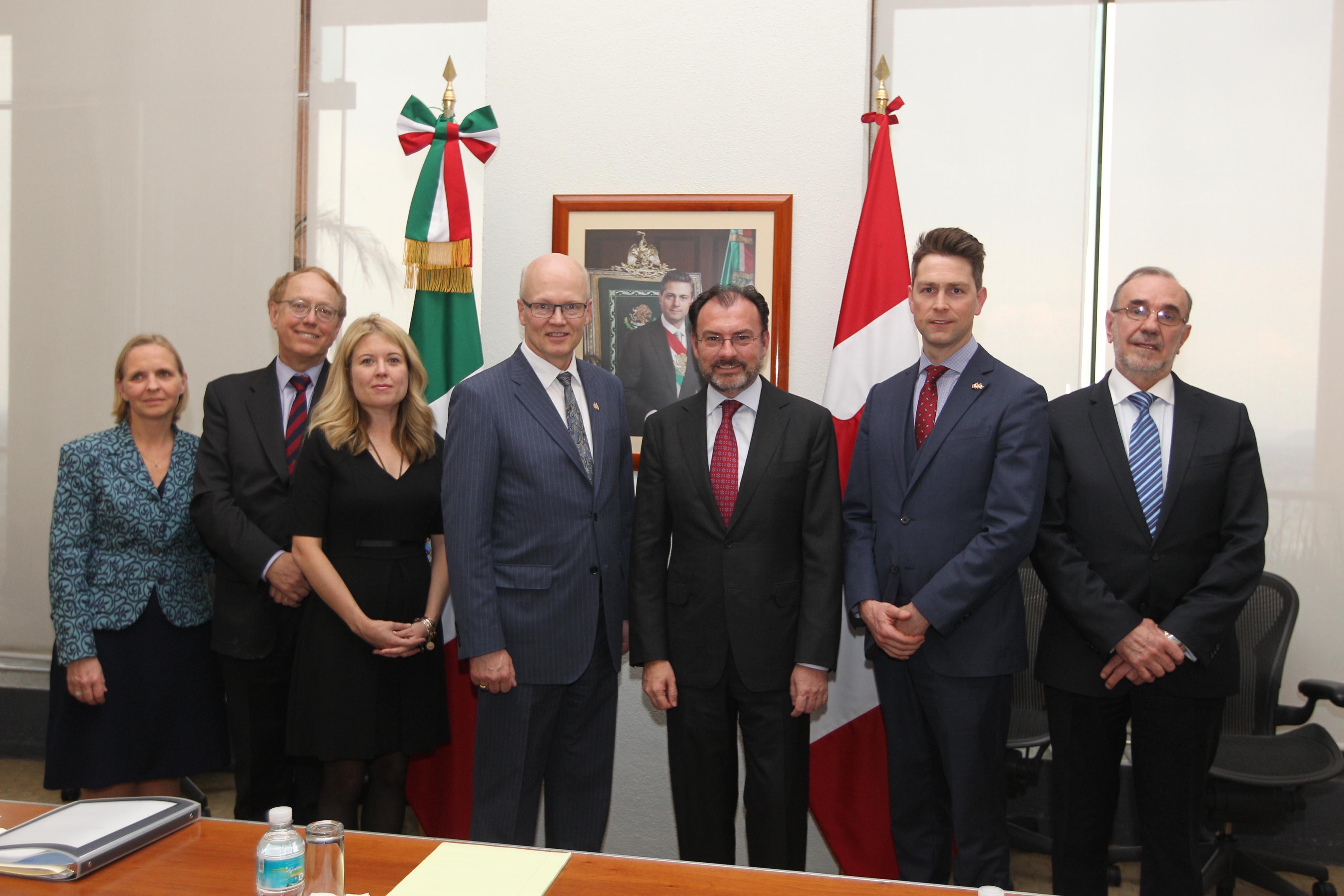 El Canciller Videgaray se reúne con el Presidente de la Cámara de los Comunes de Canadá y a un grupo de Parlamentarios canadienses.
