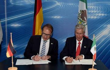 Gerardo Ruiz Esparza y ministro Alemán firman acuerdo de cooperación en Transporte Marítimo