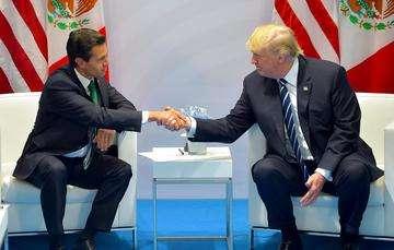 Los Mandatarios intercambiaron puntos de vista sobre temas relevantes de la agenda económica entre México y Estados Unidos, subrayando la importancia de modernizar el Tratado de Libre Comercio de América del Norte (TLCAN).
