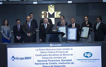 Timbrazo oficial del Bono Social en el Piso de Remates de la Bolsa Mexicana de Valores.