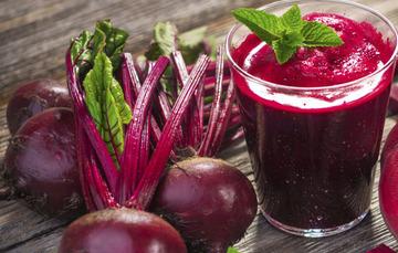 El betabel es considerado un alimento vasodilatador, es decir, que abren (dilatan) los vasos sanguíneos.
