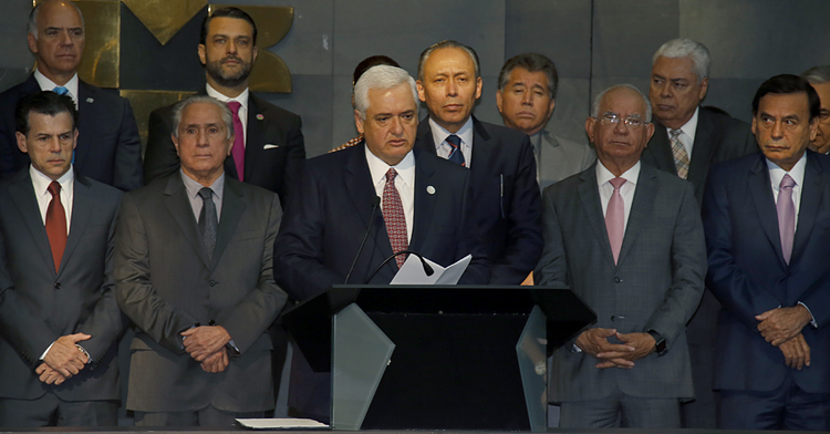 El Vocal Ejecutivo del FOVISSSTE, Luis Antonio Godina, dio el campanazo en la Bolsa Mexicana de Valores.