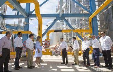 La construcción del Libramiento de Ciudad Obregón, la modernización del Puerto de Guaymas y la construcción de los hospitales en Hermosillo, Caborca y Cananea, que son parte de las obras que el Gobierno de la República tiene comprometidas con Sonora.