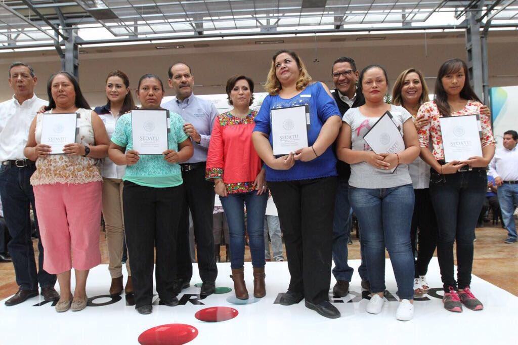 Entrega de certificados de Cuartos Rosas en Aguascalientes.