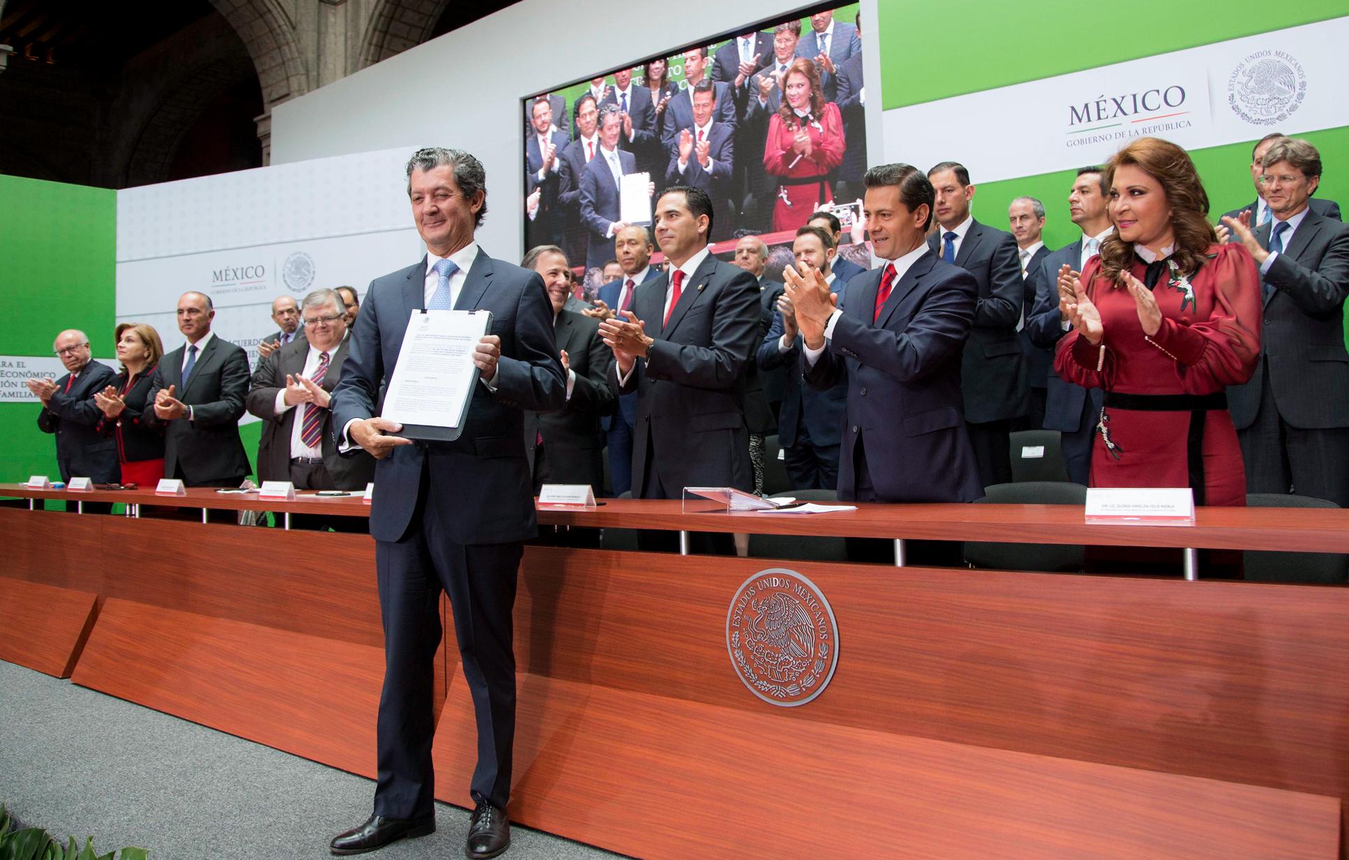 Al hacer hoy entrega de la concesión para el inicio de operaciones de la nueva BIVA, el Presidente Enrique Peña Nieto mencionó que la nueva Bolsa es uno más de los proyectos que se han vuelto realidad en este sexenio, rompiendo resistencias de años.