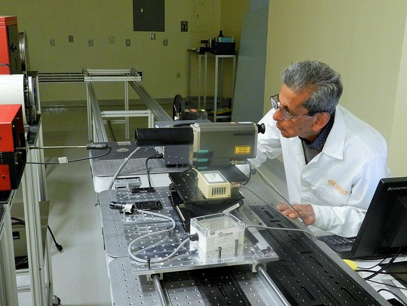 La medición de temperatura sin contacto permite medir objetos durante su proceso de fabricación, o durante su operación.