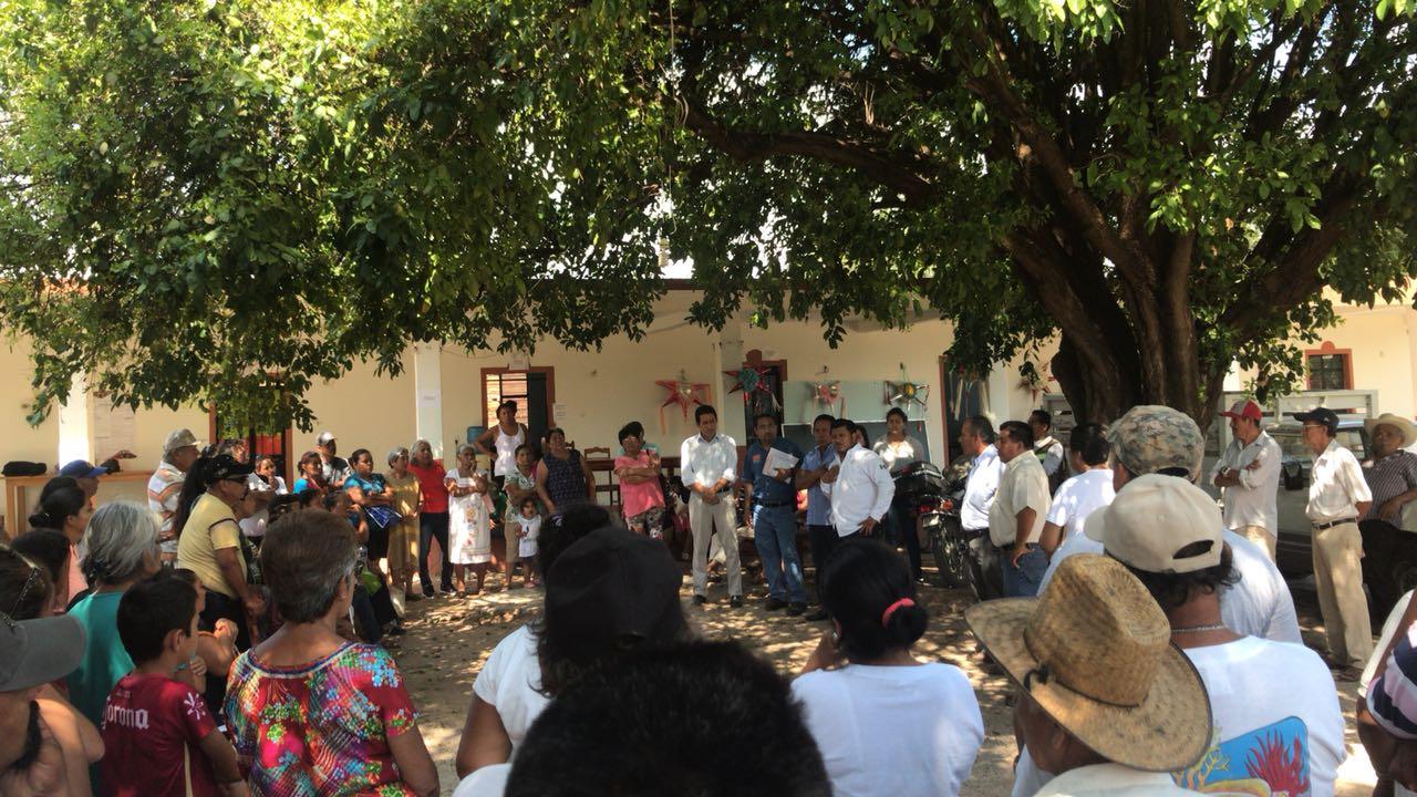 Reunión comunitaria en Santo Domingo Chihuitán para dar paso a la autoconstrucción