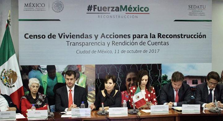La Titular de la SEDATU, Rosario Robles, y acompañantes de la ONU, y sociedad civil durante la presentación del censo de viviendas dañadas por sismo.